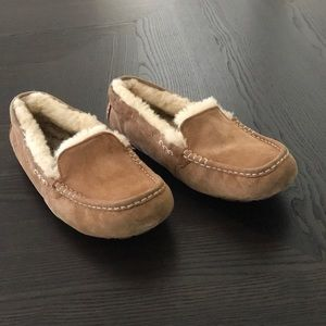 UGG ANSLEY LOAFERS/ SLIPPERS SIZE 10